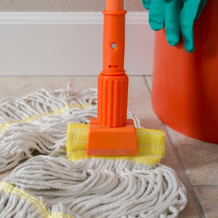 "36947524 - Jaw Style Mop Handle 60"" - Orange"
